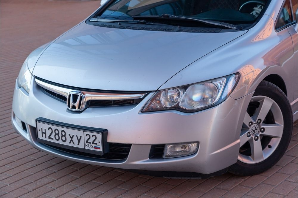 Is it worth buying the 2010 Honda Civic? If yes, what are the good and bad things about it? Let's find out